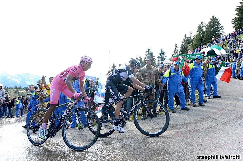 Quintana (in rosa) e Uran verso l'arrivo del Monte Zoncolan nel Giro d'Italia 2014