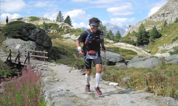 Nico se la corre felice al Tor des Geants. Una corsetta facile di oltre 300 km in montagna.