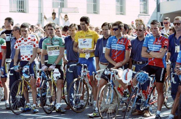 Il Tour de France riparte dopo la tragica scomparsa di Fabio Casartelli: fra gli altri la Maglia Gialla Miguel Indurain e Lance Armstrong