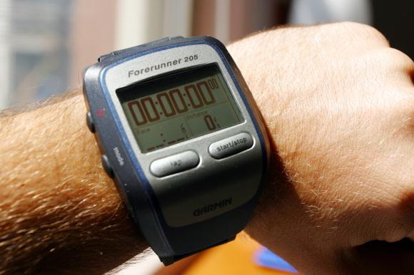 Il mitico Garmin Forerunner, strumento-icona degli atleti di endurance.